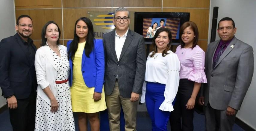 Dioscoride Paulino, Ana María Pellerano, Susan Lugo, Alexis Ramos, Paola Adrians, Ruth Castillo y Darío Nin.