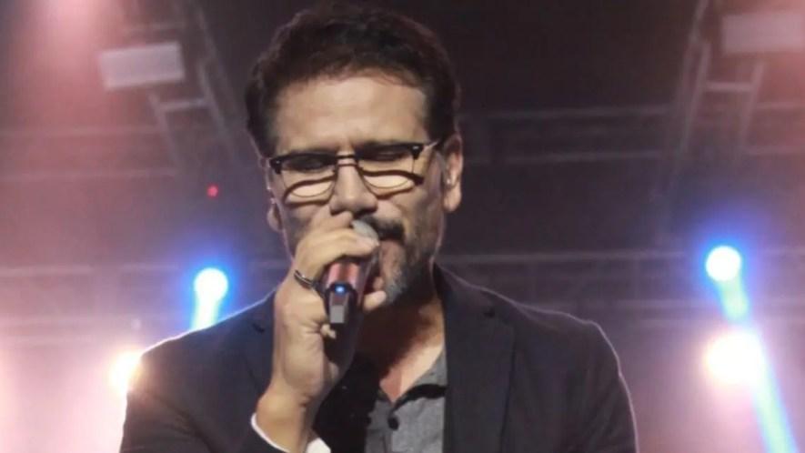 Seis músicos acompañaron al reconocido artista, pastor y compositor. Fuente externa