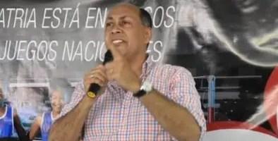 Luis René Canaán durante su intervención en Salcedo.