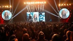 """Shakira ofrece  un concierto en el Estadio Azteca en la Ciudad de México, como parte de su gira mundial """"El Dorado"""". (AP Foto/Marco Ugarte)"""