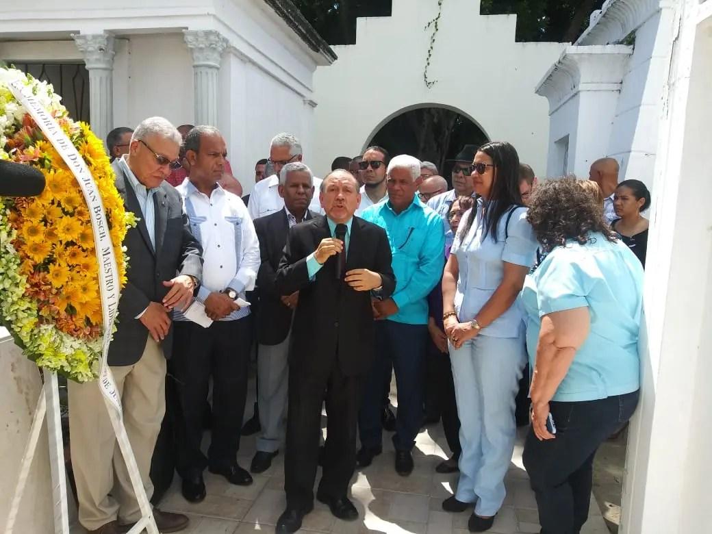 Movimiento 30 de Junio rinde homenaje a Juan Bosch por 110 de aniversario