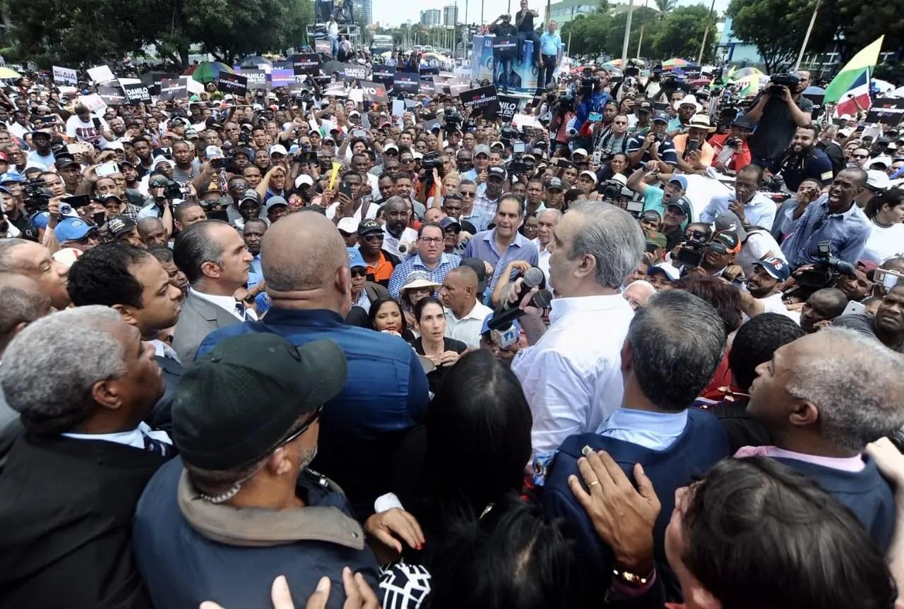 Luis Abinader, fortalecido tras encabezar multitudinaria demostración contra reforma constitucional