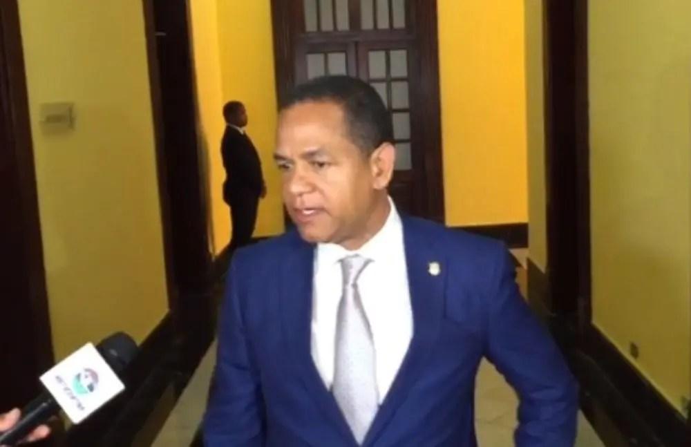 """Senador Valentín desmiente a Alejandro Montás; dice """"el tema de él es el agua"""""""