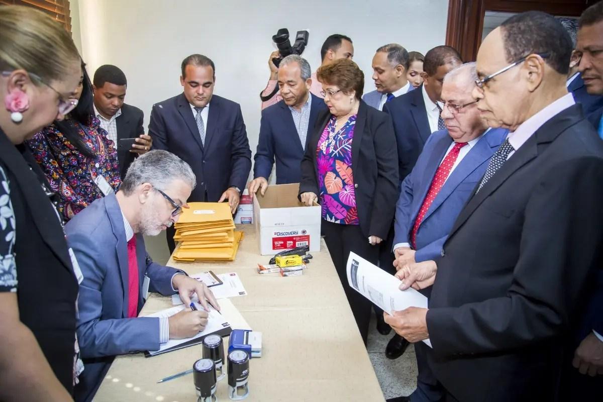 PLD deposita ante JCE registro de precandidaturas a elecciones primarias