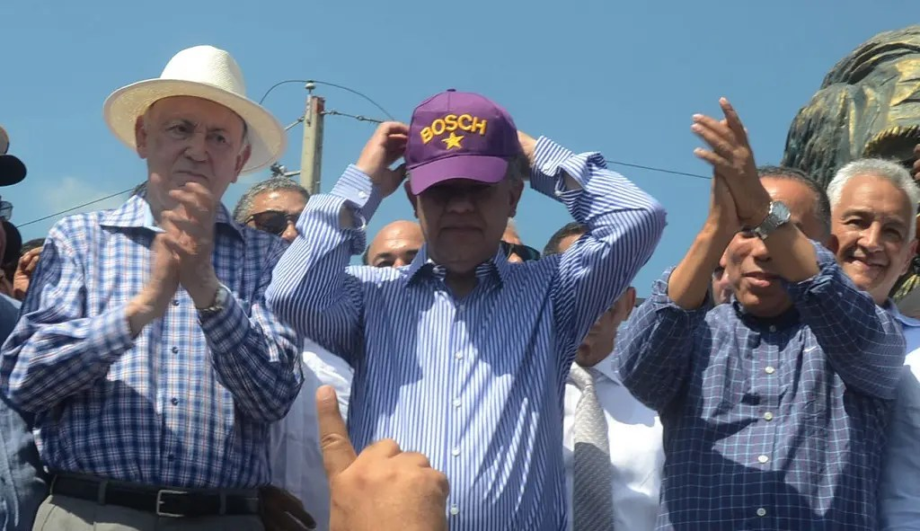 "Leonel se quita la gorra del PLD y se pone una que solo dice ""Bosch"""