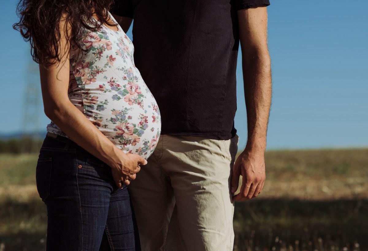 fotografo embarazo barcelona viñedo