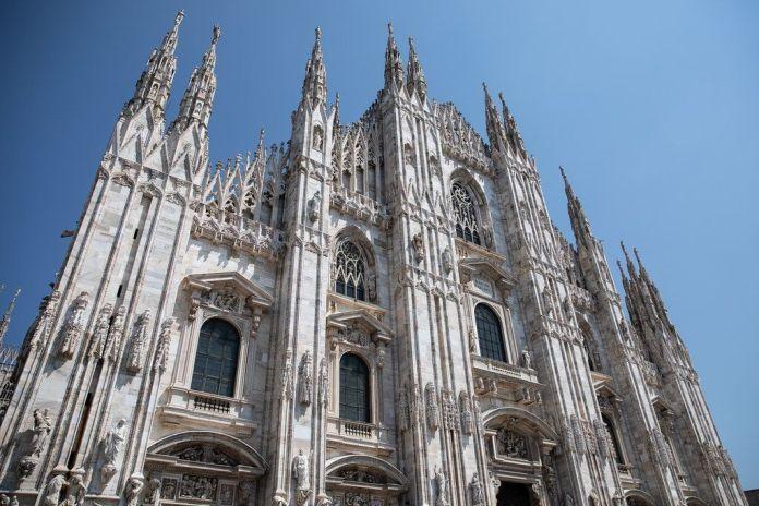 Andrea Bocelli canta en la Catedral de Milán