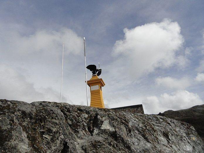 Monumento Pico El Águila, en el Collado del Cóndor
