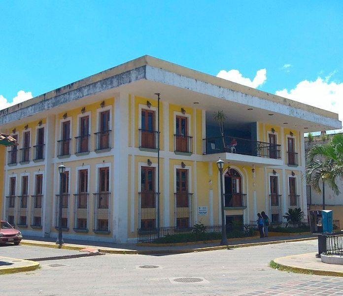 La Casa Amarilla, en la Plaza José Félix Ribas de La Victoria