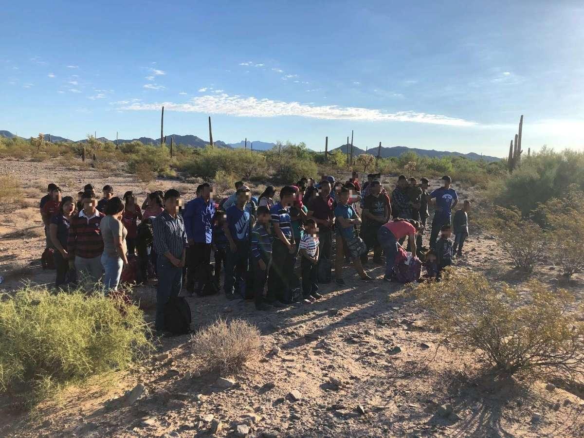 Nuevas imágenes ofrecen pistas de los migrantes en Texas encerrados en camión desde donde pidieron auxilio al 911