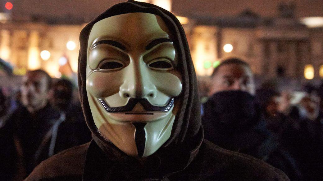 """Anonymous hackea la radio policial de Chicago y hace sonar la canción """"F*ck Tha Police"""""""