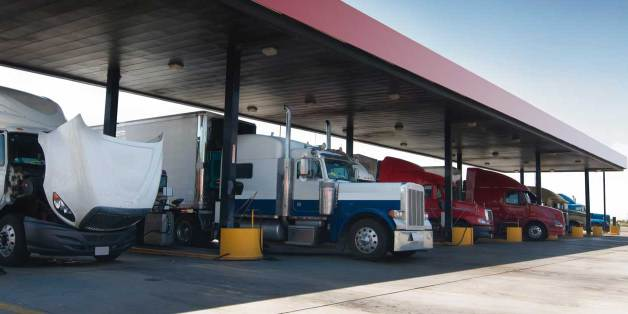 4 Ways Commercial Drivers Can Save More Fuel