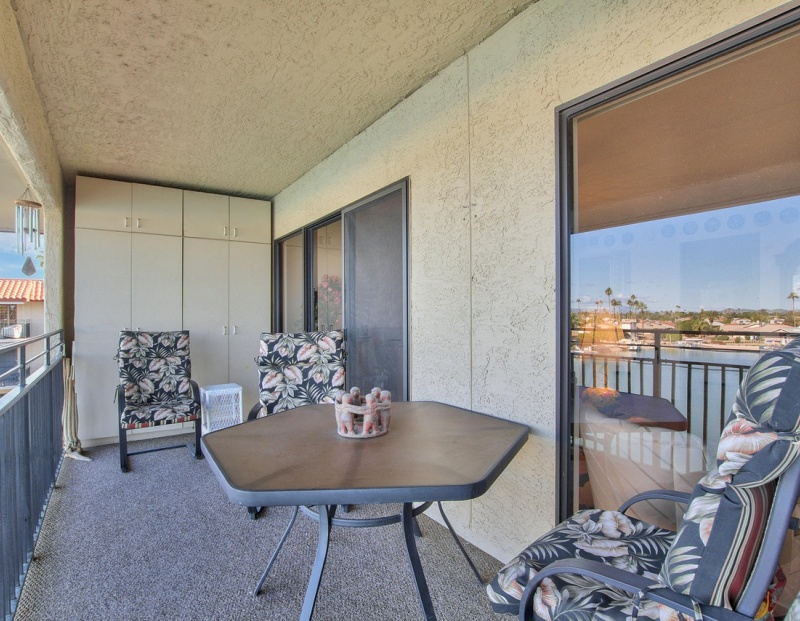 10330 West THUNDERBIRD BLVD, Sun City, Arizona 85351, ,2 BathroomsBathrooms,Lakefront Condos,For Sale,West THUNDERBIRD BLVD,3,1102