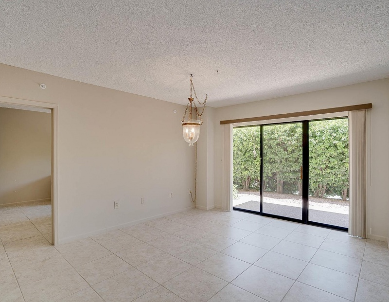 10330 W Thunderbird Blvd #B108, Sun City, Arizona 85351, ,2 BathroomsBathrooms,2 Bedroom Condos,For Sale,W Thunderbird Blvd #B108,1112