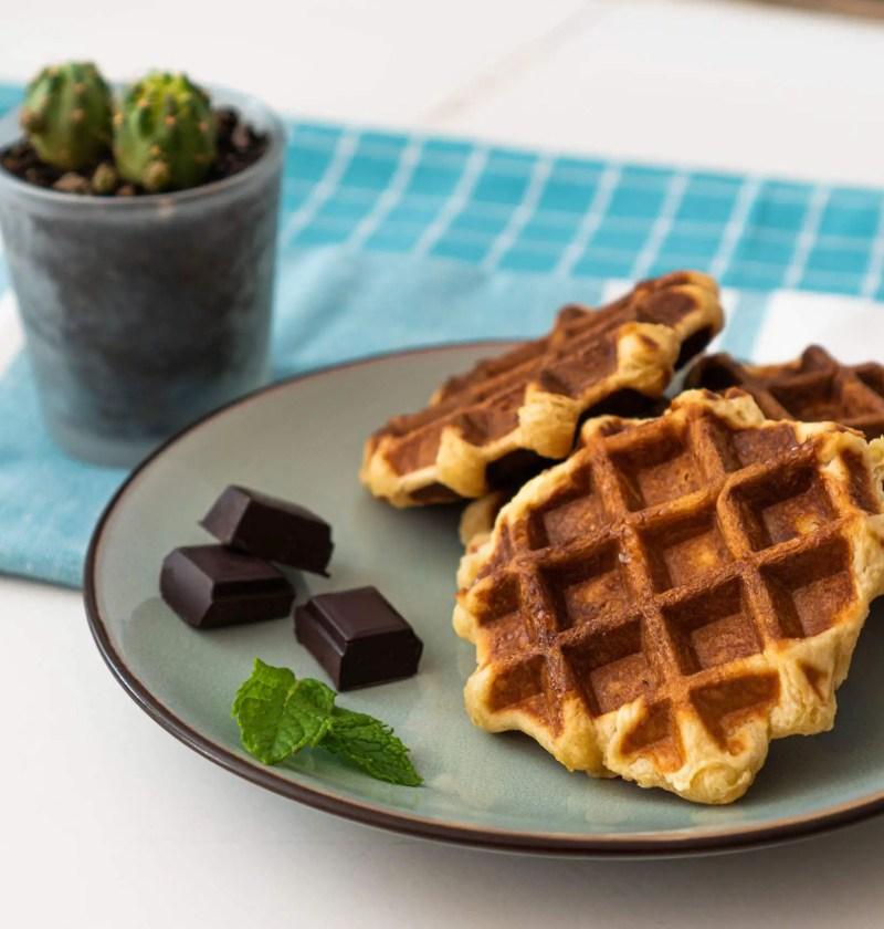 Gauffres liégeoises avec carrés de chocolat
