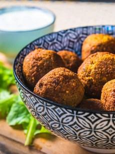 bol avec des falafels, comment réussir falafels