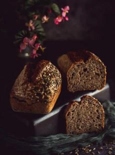 pain aux graines et au levain