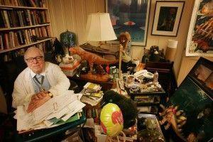 Ray Bradbury en su estudio