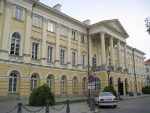 800px-Kazimierz_Palace,_Warsaw_University_1