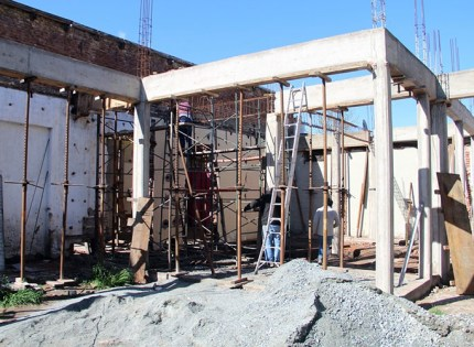 Construyen edificio universitario