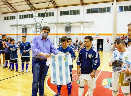 Fiesta en el Polideportivo de San Cayetano por la visita de Los Halcones