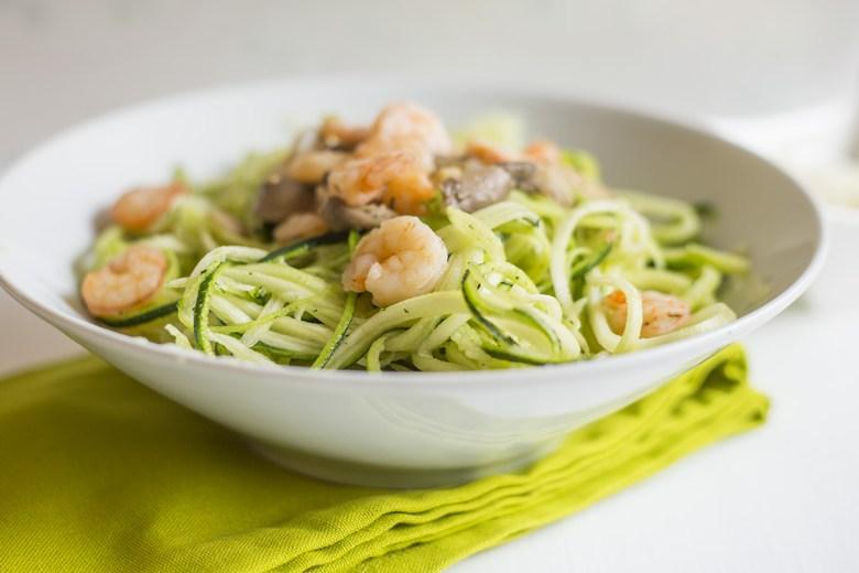 Noodles de Courgette com Camarão e Cogumelos