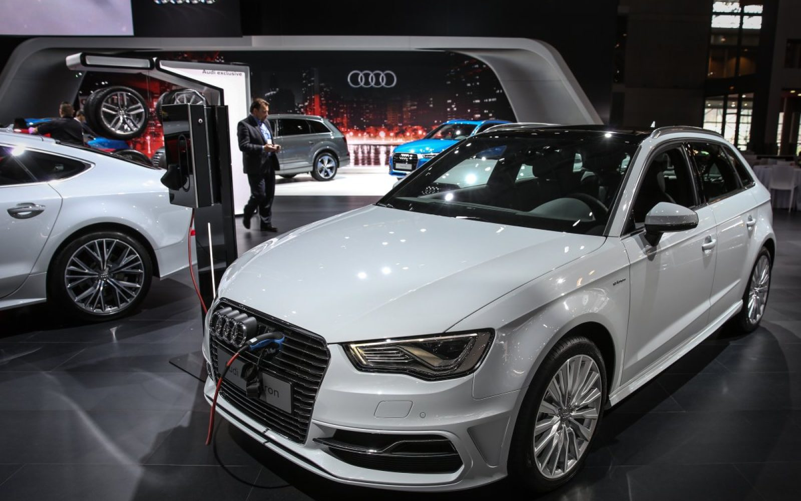 Audi A Etron Will Start At With KWh Battery And EV - Audi a3 e tron range