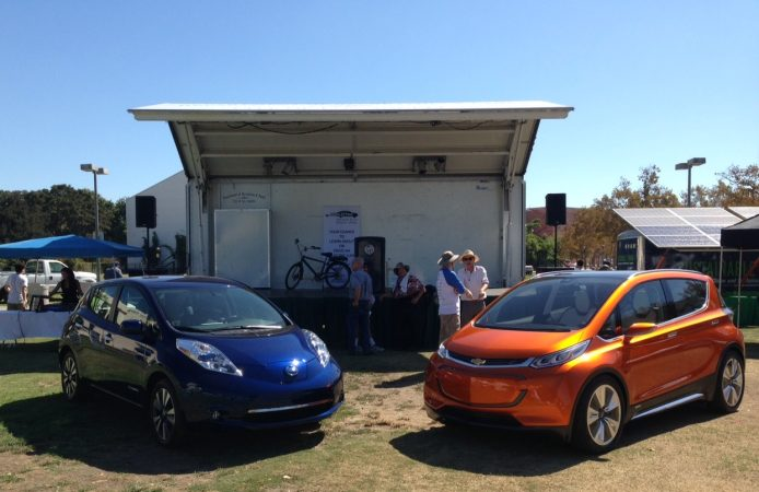 2016-nissan-leaf-and-chevrolet-bolt-ev-at-drive-electric-week-event-los-angeles-photo-zan-scott_100527328_h
