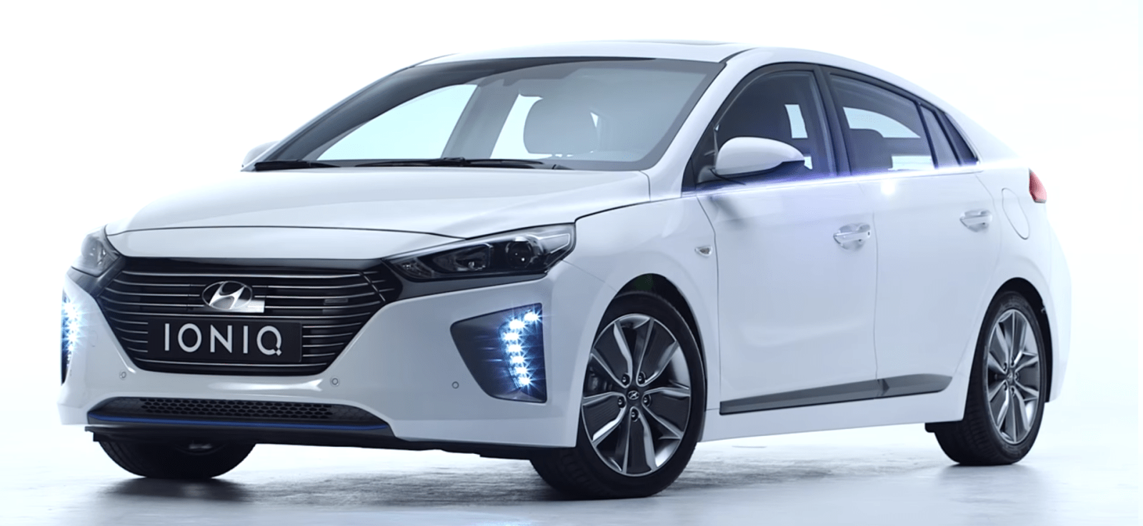 hyundai unveils the design of the ioniq and details of the hybrid version gallery video. Black Bedroom Furniture Sets. Home Design Ideas