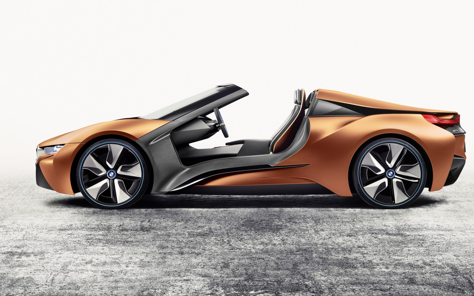 Bmw Unveils An Updated Version Of Its I8 Spyder But Still