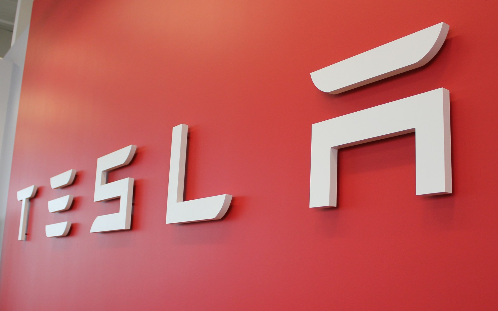 The story behind the 'false' Tesla suspension complaints to NHTSA