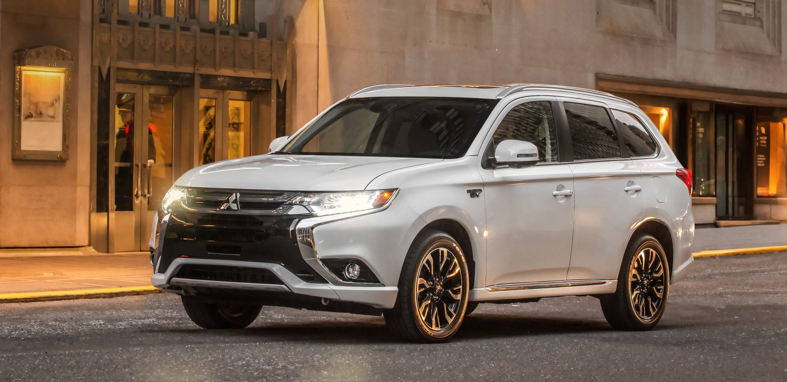 Mitsubishi debuts the Outlander PHEV in the US with upcoming launch