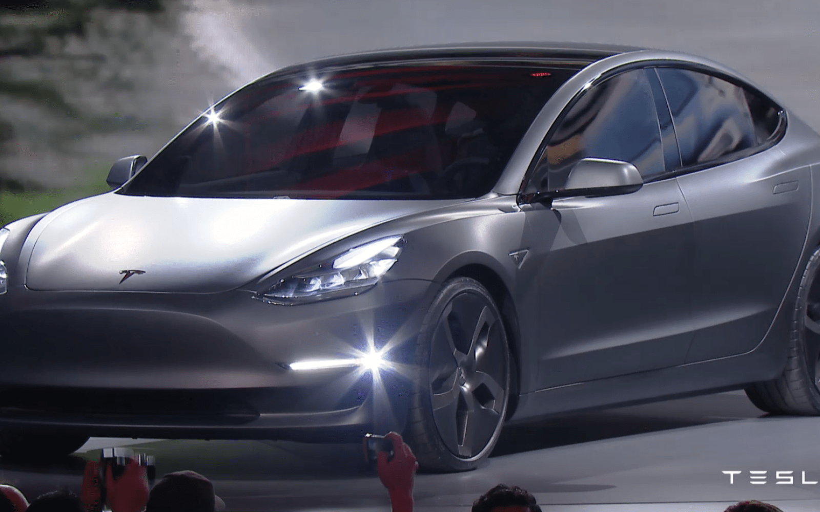 tesla received 132 000 model 3 reservations with deposits within