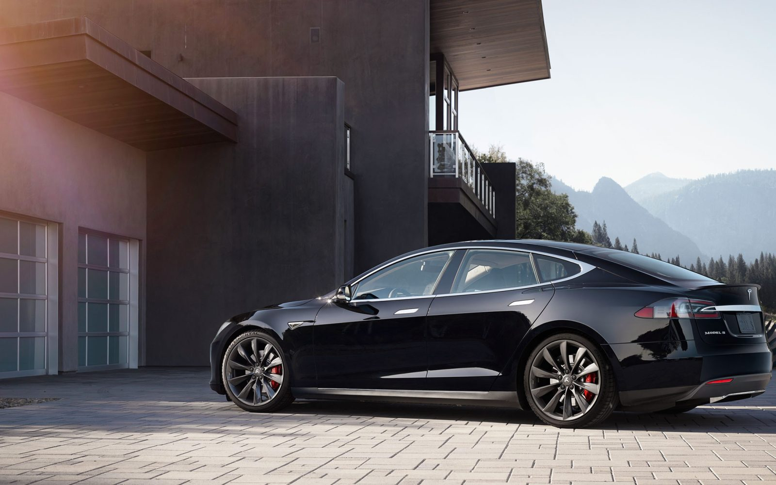 tesla model s 100d officially takes top spot for longest. Black Bedroom Furniture Sets. Home Design Ideas