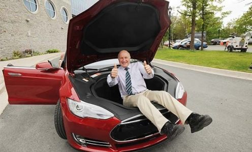 Jeff Dahn in the frunk of a Tesla Model S via Dal News