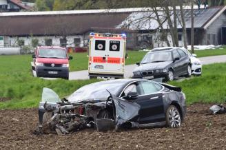 model s crash germany 9