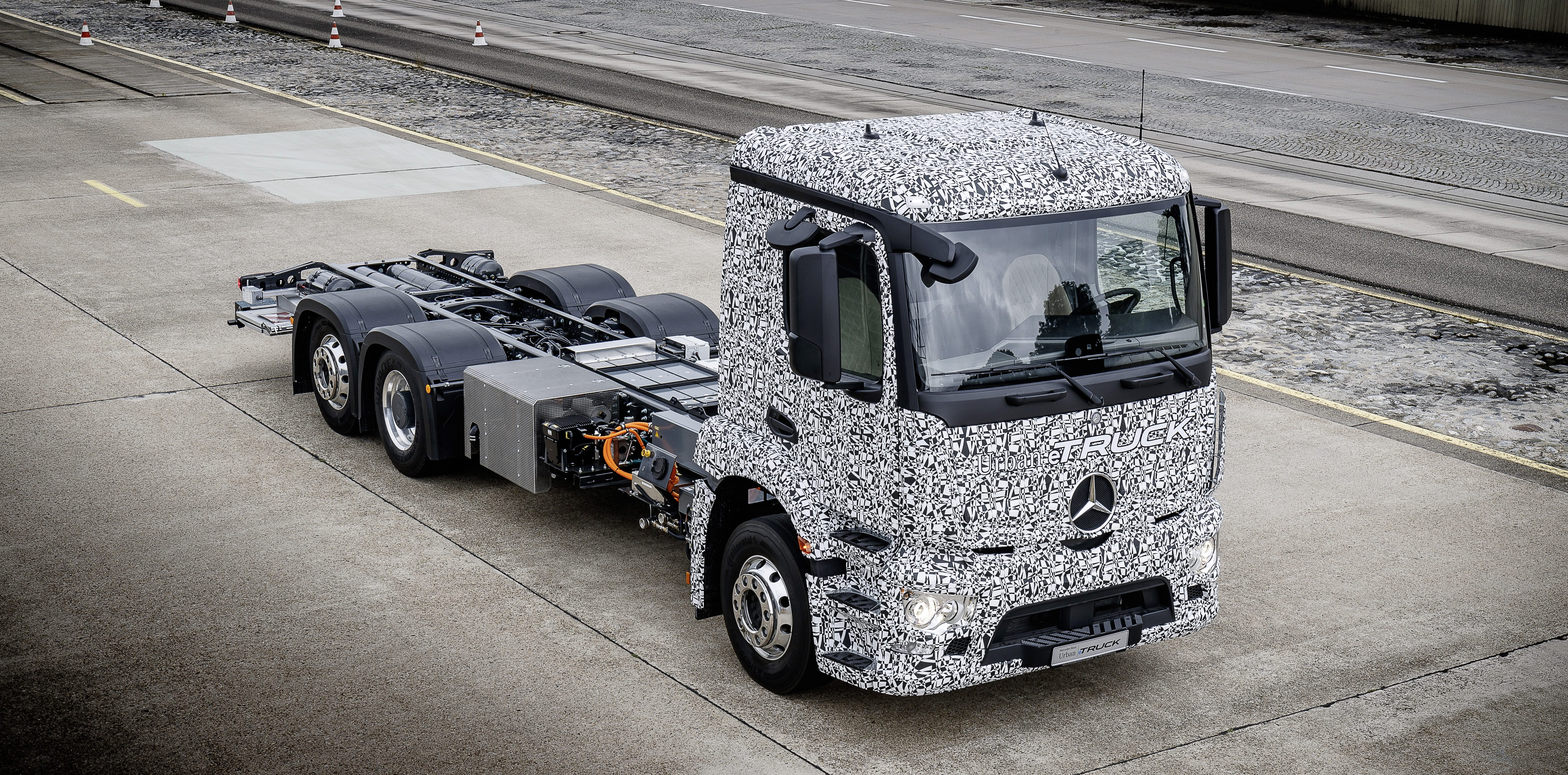 The prototype of the Urban eTruck electric truck from Mercedes-Benz 98