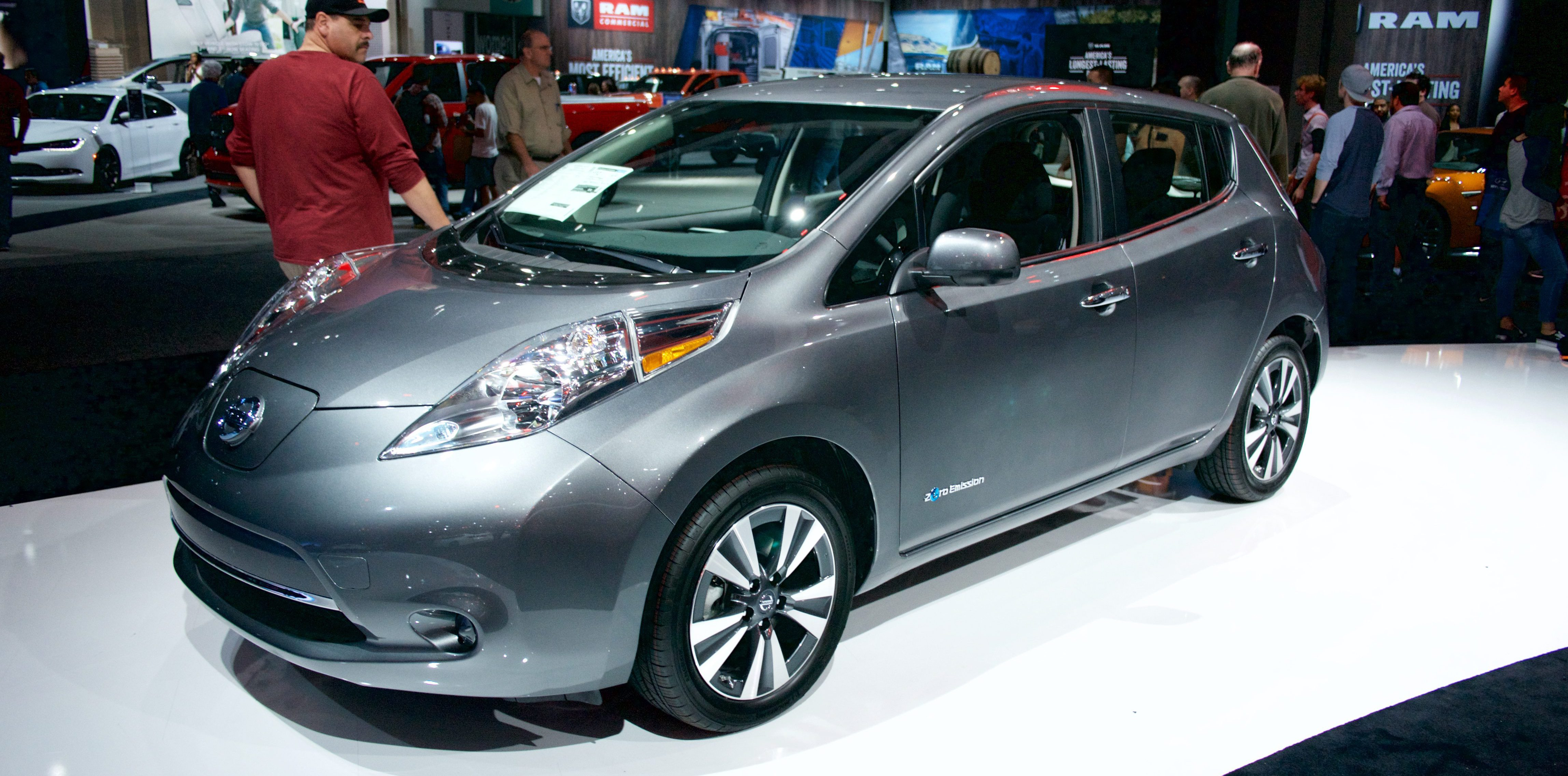A New Nissan LEAF Group Buy In Texas Brings The Price Of The Electric  Vehicle Down To $11,500