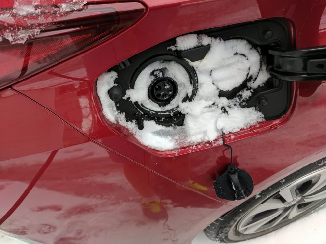 prius-prime-charge-port-snow