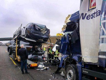 tesla-delivery-truck-crash-2