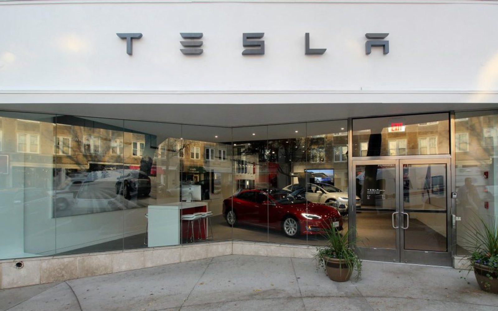 Car Dealerships In Ct >> Tesla Is Illegally Selling Cars In Connecticut Says Dealership