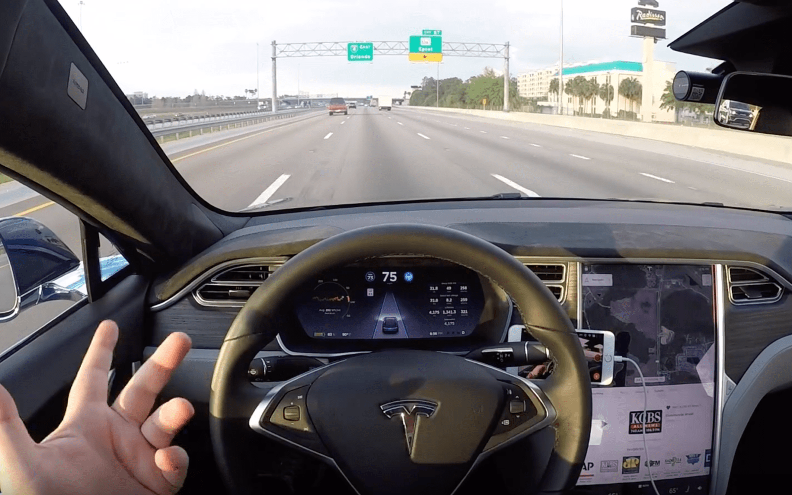 Tesla's Autopilot 2.0 is now using 2 out of 8 cameras with the new update