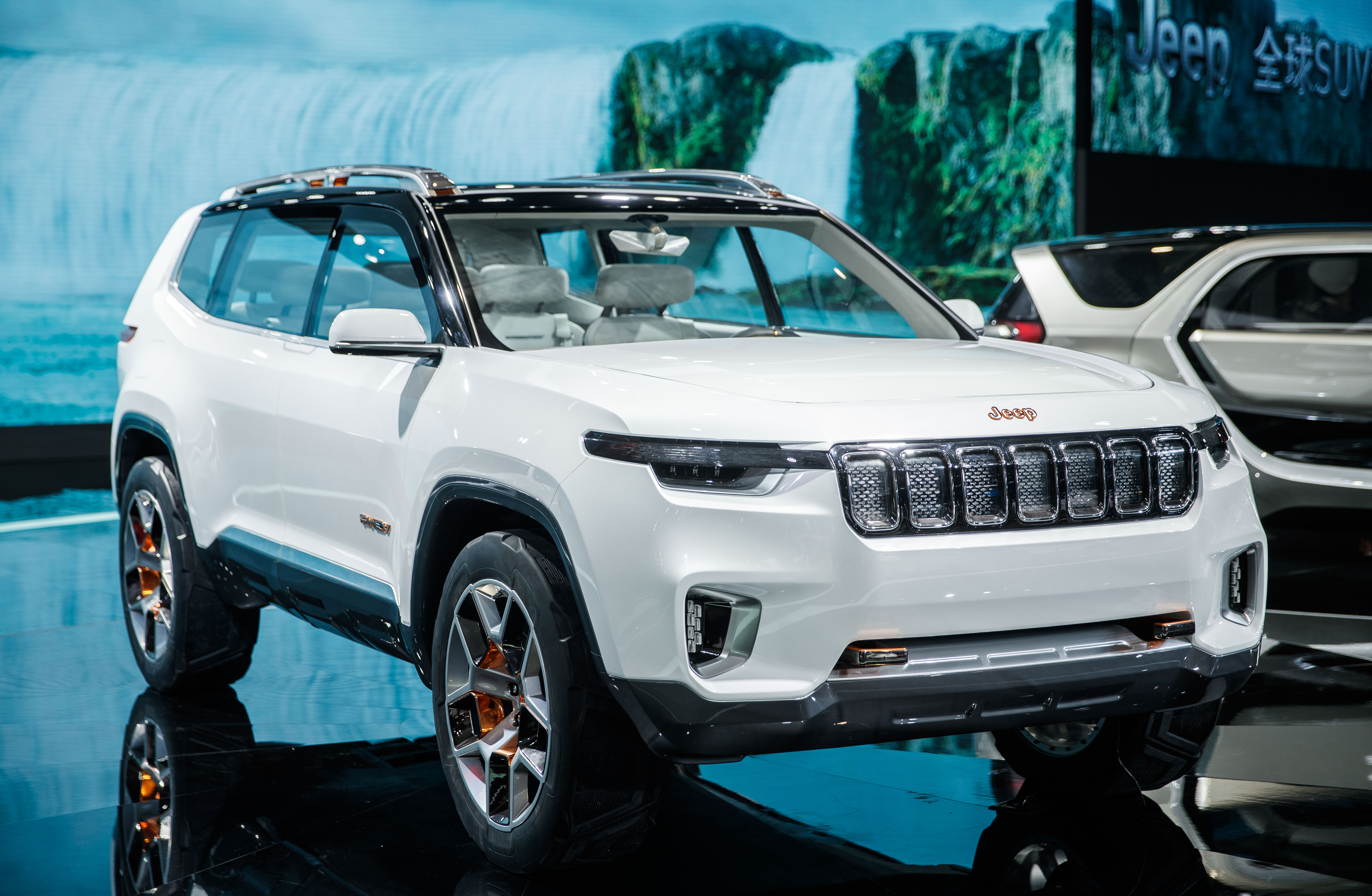 BMW Motorcycles Prices >> Jeep's plug-in hybrid SUV concept debuts with a ~40 miles all-electric range - Electrek