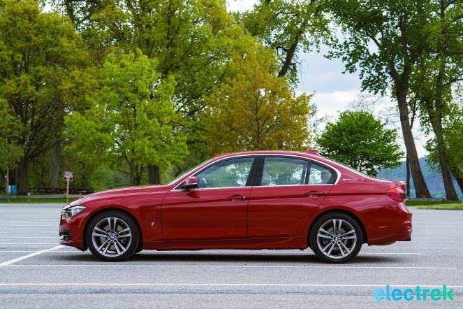 250 Electrek BMW 330e Hybrid 3 series sports sedan review