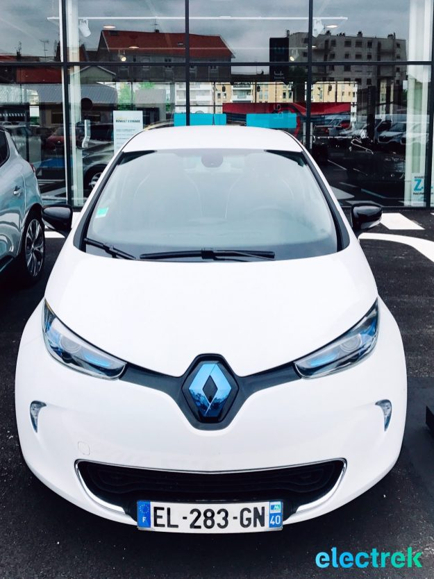 1 Renault Zoe White Headllights Hood Logo Electric Vehicle Battery Powered Green Electrek Best Selling EV Europe - 100