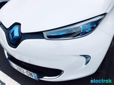 2 Renault Zoe White Headllight Hood Logo Electric Vehicle Battery Powered Green Electrek Best Selling EV Europe - 103