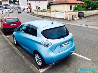28 Renault Zoe Blue Turquoise Blue Turquoise Hatchback Electric Vehicle Battery Powered Green Electrek Best Selling EV Europe - 126