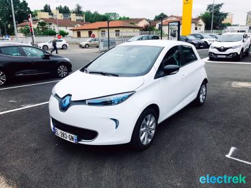 5 Renault Zoe White front side view Electric Vehicle Battery Powered Green Electrek Best Selling EV Europe - 109