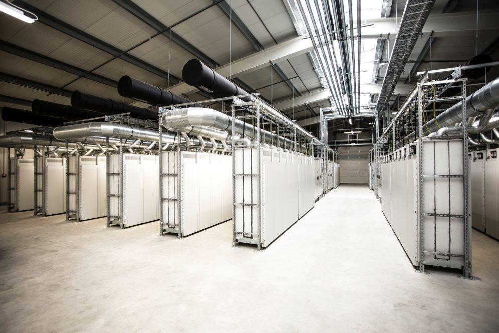 Daimler und enercity nehmen Batterie-Ersatzteillager für Elektrofahrzeuge ans Netz