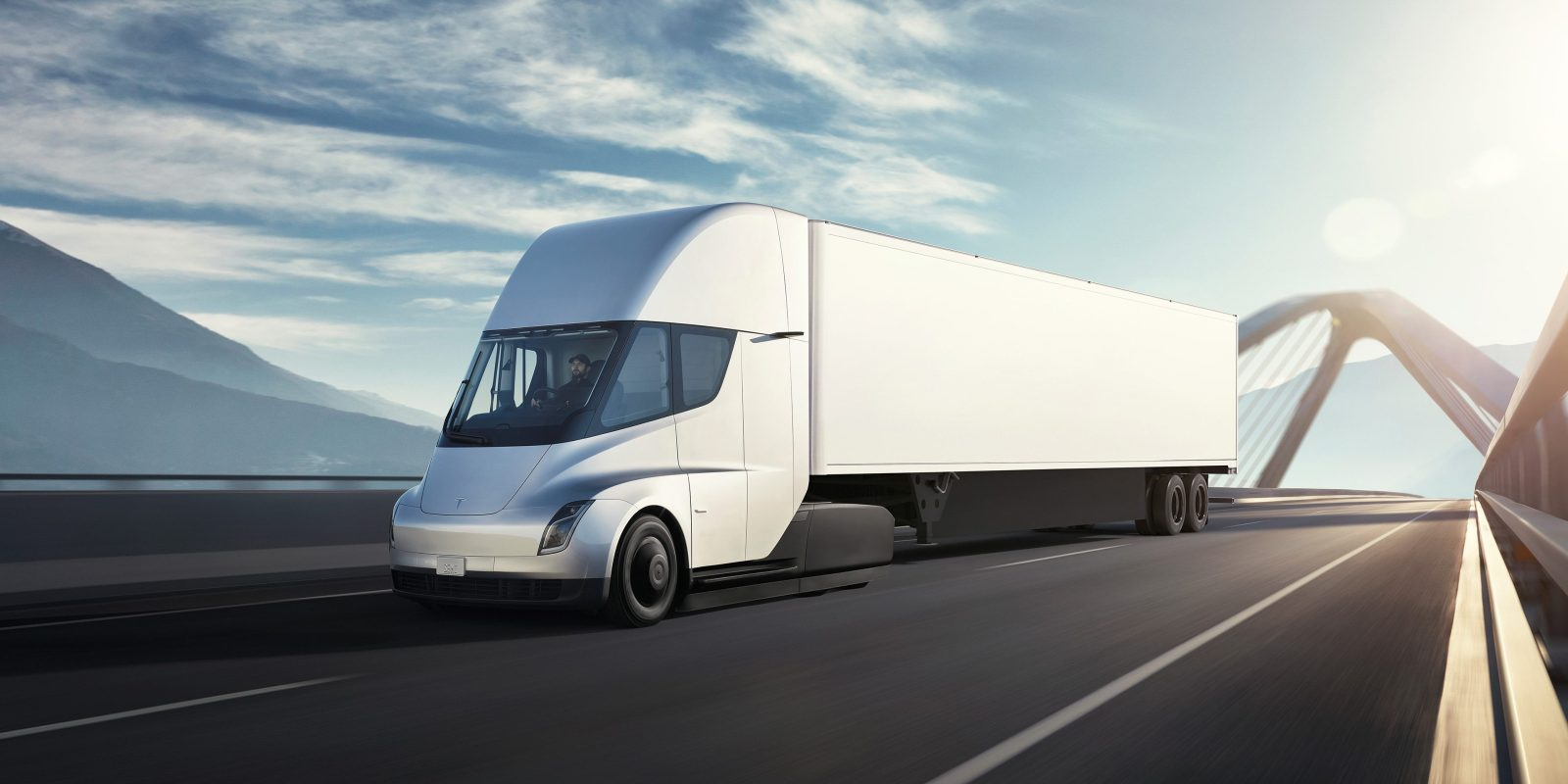 tesla semi is not scaring daimler ceo throws cold water and says they will dominate electric trucks [ 1600 x 800 Pixel ]